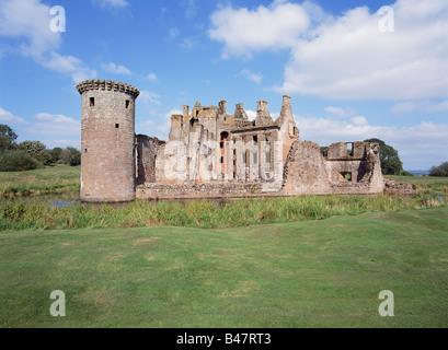 dh caerlaverock  Castle CAERLAVEROCK DUMFRIES Triangle castle moat defensive ditch round turret Mudrochs Tower