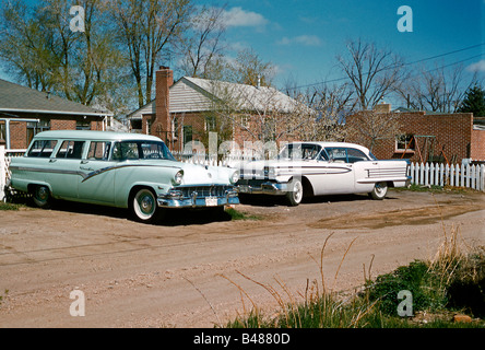Ford Country Sedan Station wagon (left) and Oldsmobile Eighty Eight Super Holiday, Colorado, USA, 1961 - Stock Photo