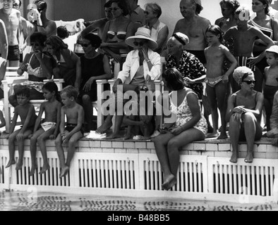 Caroline, * 23.1.1957, Princess of Monaco, with her mother Grace Patricia, full length, in swimming bath, 1960s, - Stock Photo