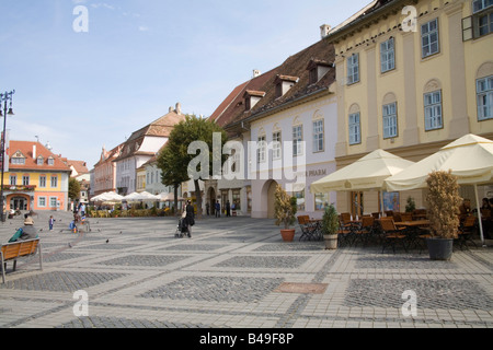 Sibiu Hermannstadt Transylvania Romania Europe September outdoor cafes flanking Piata Mare in the centre of this - Stock Photo