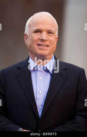 John Mccain standing at a Republican rally in Media Pennsylvania on September 22 2008 - Stock Photo