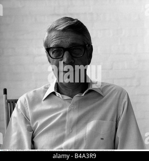 Reinecker, Herbert, 24.12.1914 - 26.1.2007, German writer / author, portrait, at home, Berg, 1970s, Additional-Rights - Stock Photo