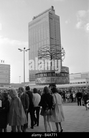 geography/travel, Germany, Berlin, squares, Alexanderplatz, World Time Clock, 1970, Hotel 'Stadt Berlin' in the - Stock Photo