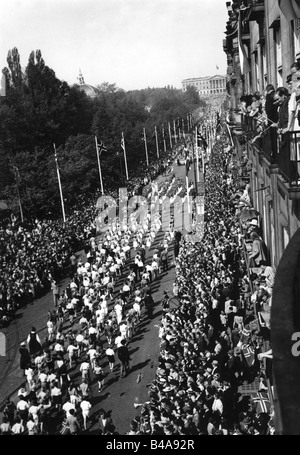 geography / travel, Norway, tradition / folklore, National Day, parade, Karl Johan Street, Oslo, 17.5.1947, Additional - Stock Photo