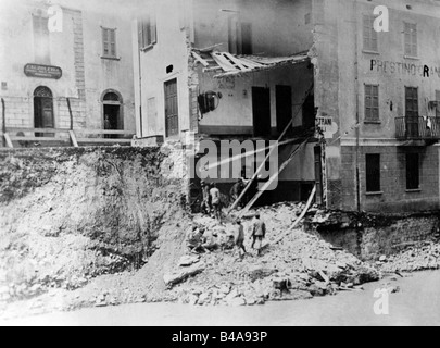 events, First World War / WWI, Italian Front, house hit by a shell, Udine, 1917, Additional-Rights-Clearances-NA - Stock Photo