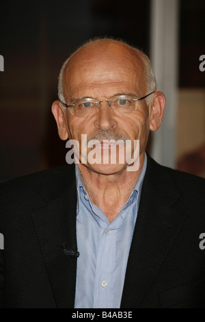 Wallraff, Guenter, * 1.10.1942, German jornalist and author / writer, portrait, guest at TV show 'Johannes B. Kerner', - Stock Photo