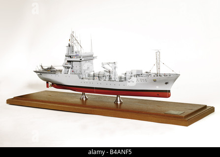 The tender 'Main', of type '404'. A colour-painted, plastic and metal model of very good quality at a scale of 1:100. - Stock Photo