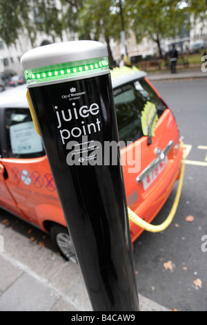 Juice Point, electric vehicle charging point, Westminster, London - Stock Photo