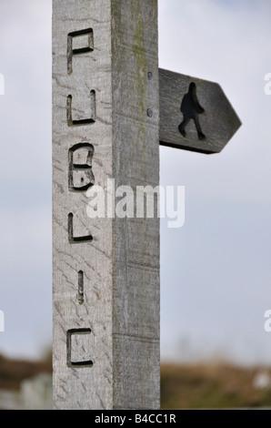 Public footpath sign Gun Hill Peak District England - Stock Photo
