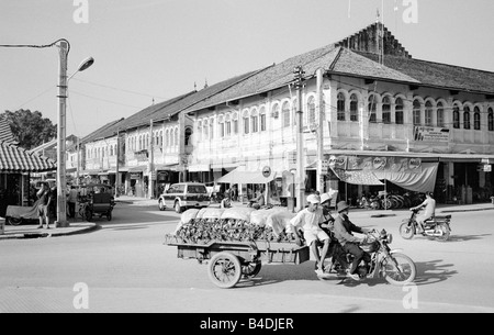 Jan 20, 2003 - French colonial architecture in the Cambodian town of Siem Riep. - Stock Photo