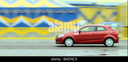 Kia Pro Cee'd 1.6 CVVT ESX, model year 2006-, red, driving, side view, City - Stock Photo