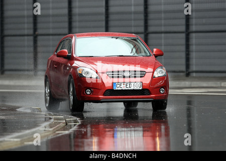 Kia Pro Cee'd 1.6 CVVT ESX, model year 2006-, red, driving, diagonal from the front, frontal view, City - Stock Photo