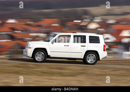 Jeep Patriot, model year 2008-, white, driving, diagonal ...