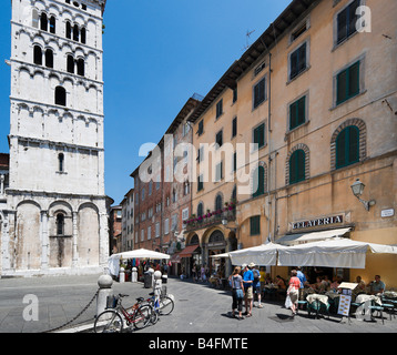 Cafe in front of the church of San Michele in Foro, Piazza San Michele, Lucca, Tuscany, Italy - Stock Photo