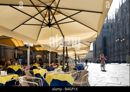 Cafe outside the Duomo (Cathedral), Piazza del  Duomo, Milan, Lombardy, Italy - Stock Photo