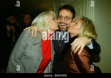 Cliff Richard Singer Actor December 98 At the Variety Club Luncheon in London with actress Elaine Paige and Wendy - Stock Photo