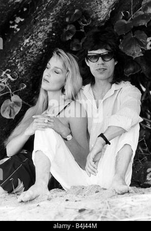 Jerry Hall model and actress with boyfriend Rolling Stones Mick Jagger in Barbados February 1987 Dbase MSi - Stock Photo