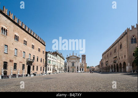 Piazza Sordello with the Palazzo Bonacolsi, the Duomo and Palazzo del Capitano (part of the Palazzo Ducale), Mantua, - Stock Photo