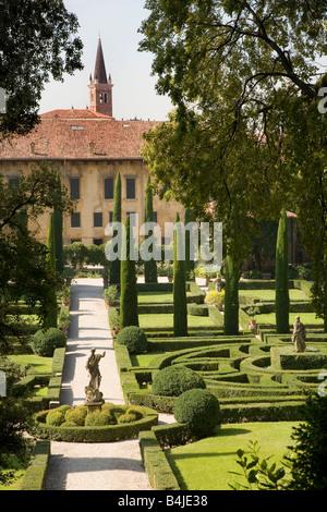 Giardino giusti gardens renaissance statue sculptures for B b giardino giusti verona