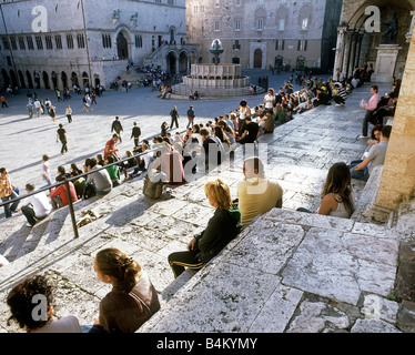 Evening crowds hanging out on the steps of the Duomo di San Lorenzo in the Piazza IV Novembre, Perugia, Italy - Stock Photo