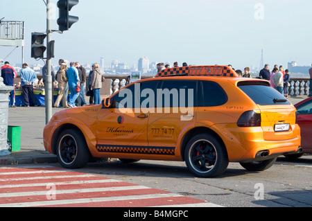 Porsche Cayenne as a VIP taxi in Moscow - Stock Photo