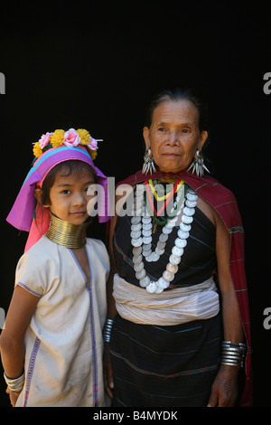 Portrait of a Longneck woman and girl Approximately 300 Burmese refugees in Thailand are members of the indigenous - Stock Photo