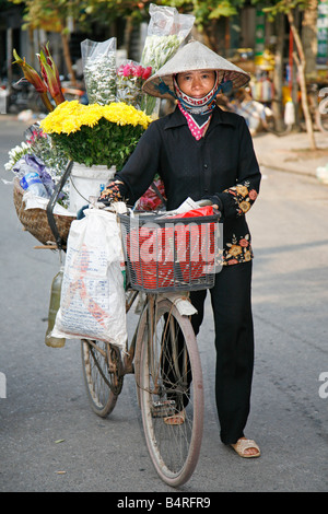Street trader with bicycle and flowers, Hanoi, Vietnam - Stock Photo