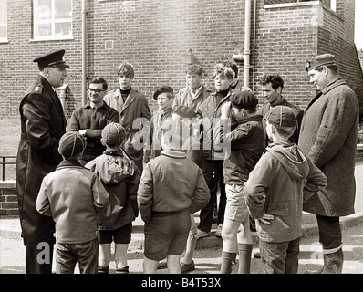 Crime Murder Keith Lyon May 1967 Police instructing boys and cubs before search of the south Downs Keith Lyon s - Stock Photo