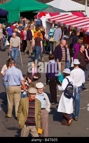 People wander and browse openair stalls at Abergavenny Food Festival - Stock Photo