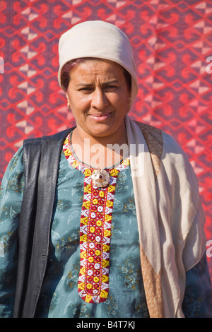 Turkmenistan, Ashgabat, (Ashkhabad), Tolkuchka Bazaar, Carpet seller - Stock Photo