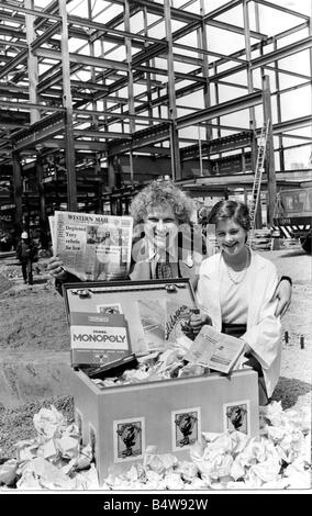 Cardiff Old Library Dr Who actor Tom Baker and Lisa Jenkins of Neath with the time capsule before it was buried - Stock Photo