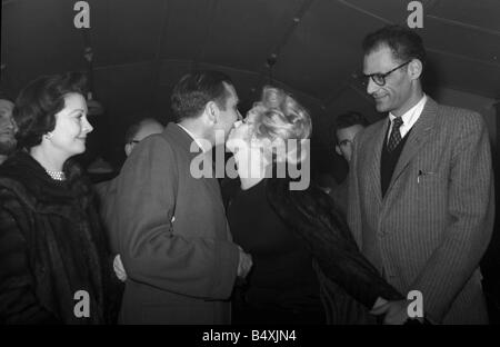 Marilyn Monroe 1956 and Arthur Miller leave for the U S with Laurence Olivier and Vivien Leigh saying farewell Olivier - Stock Photo
