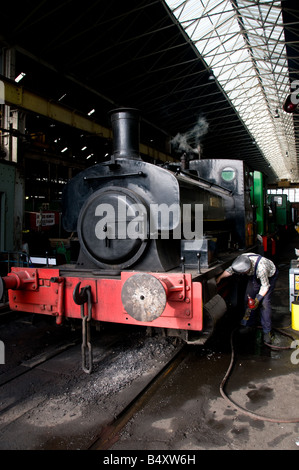 An engineer preparing the Barclay 0 4 0pt saddle tank locomotive Annie at Chatham Historic Dockyard in Kent. - Stock Photo