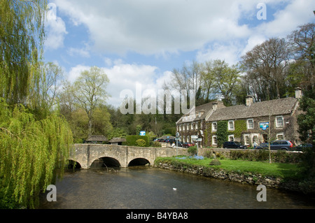 The Bull hotel and bridge over the River Coln, Fairford, Gloucestershire - Stock Photo