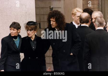 Freddie Mercury funeral Queen lead guitarist Brian May with girlfriend Anita Dobson - Stock Photo