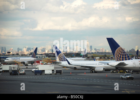 Continental Airlines planes on a stand at Newark Liberty Airport with the New York skyline on the horizon - Stock Photo