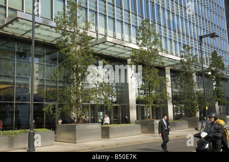 Lehman Brothers Building on Bank Street Canary Wharf London during the Credit Crisis - Stock Photo