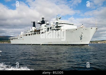 The Royal Navy assault ship HMS Bulwark - Stock Photo