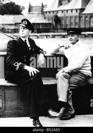 War 1939 45 Dunkirk Commander Charles Herbert Lightoller and his son Lieutenant F R Lightoller who both helped in - Stock Photo