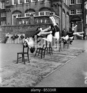 William Blake Secondary School, Battersea. Gymnastics. March 1952 C1257-003 - Stock Photo