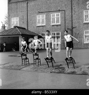 William Blake Secondary School, Battersea. Gymnastics. March 1952 C1257-004 - Stock Photo