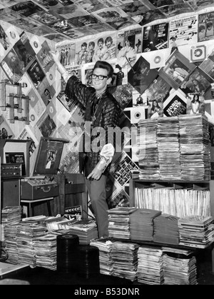 Collections. Disc jockey, Terry Dawson. Records, vinyl, music, posters, sleeves.September 1967 - Stock Photo