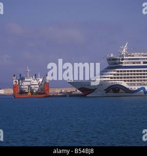 Dock Express 'Superservant 3' semi submersible  yacht transporter in the Port of Palma de Mallorca. - Stock Photo