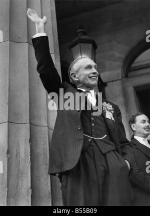 Prime Minister Sir Alec Douglas Home waving to the crowd after his victory at Perth. July 1965 P012421 - Stock Photo