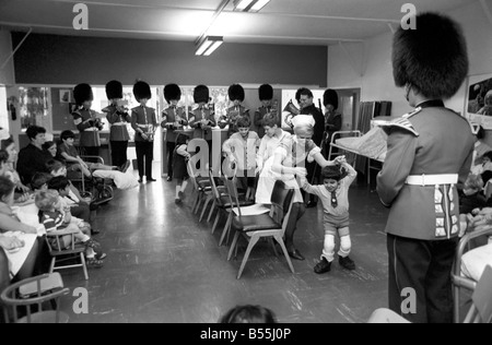 Part of the Coldstream Guards Band went to the children's ward at St. Thomas's London, and played their band music - Stock Photo
