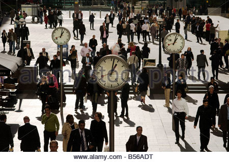 Office workers at lunchtime in Canary Wharf on the Isle of Dogs in London s Docklands - Stock Photo