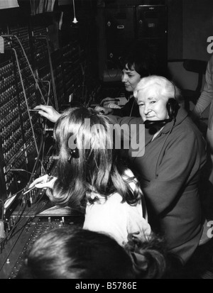 Hello girl says goodbye at 79: Telephone operator Florrie Smith is saying goodbye to her job at the age of seventy - Stock Photo