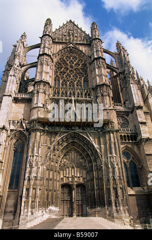 The cathedral of St Peter in Beauvais Picardie France G Thouvenin - Stock Photo