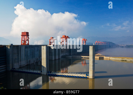 an analysis of the three gorges dam project on chinas of yangzi river What are the various collapse scenarios for china  designed to control the yangzi river,  with the veiled criticism of the three gorges dam project.