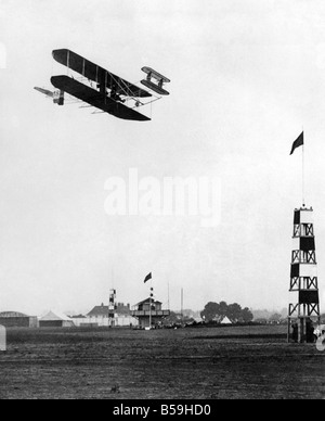 The Hon. Charles Rolls, holder of Royal Aero Club Certificate No.2, seen here flying his French built Wright bi - Stock Photo